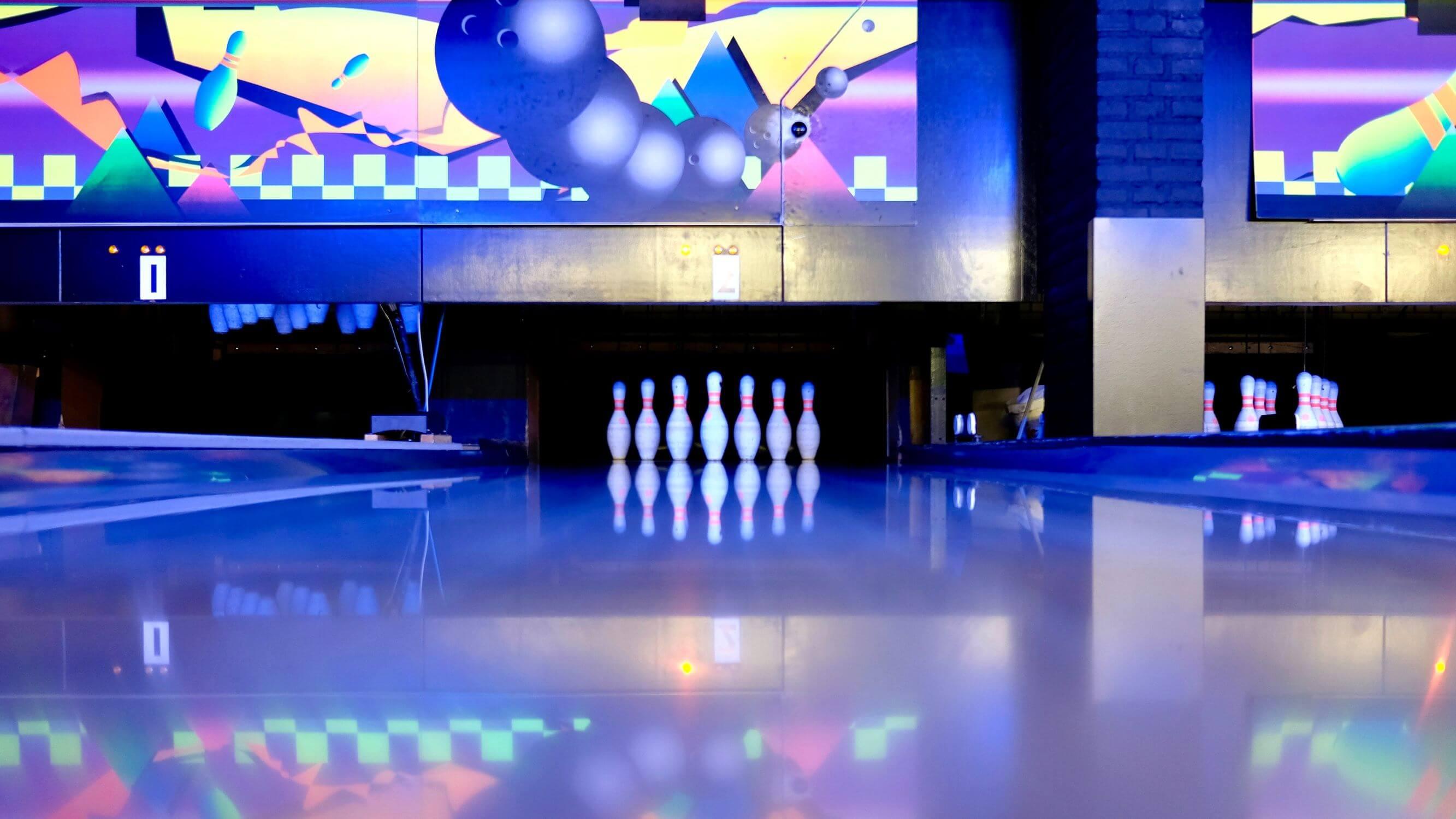 Buddy's bowling & diner arrangement
